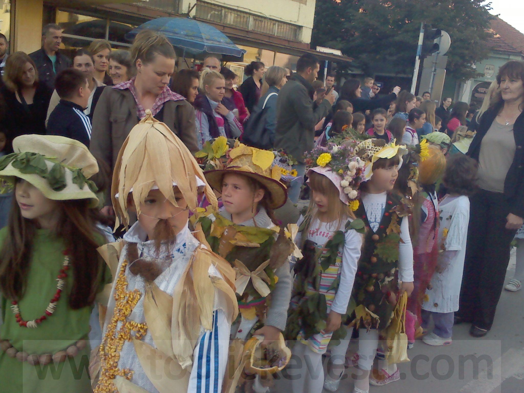 """Održan jesenji karneval dece iz vrtića """"Sunce"""" i """"Čarolija"""""""